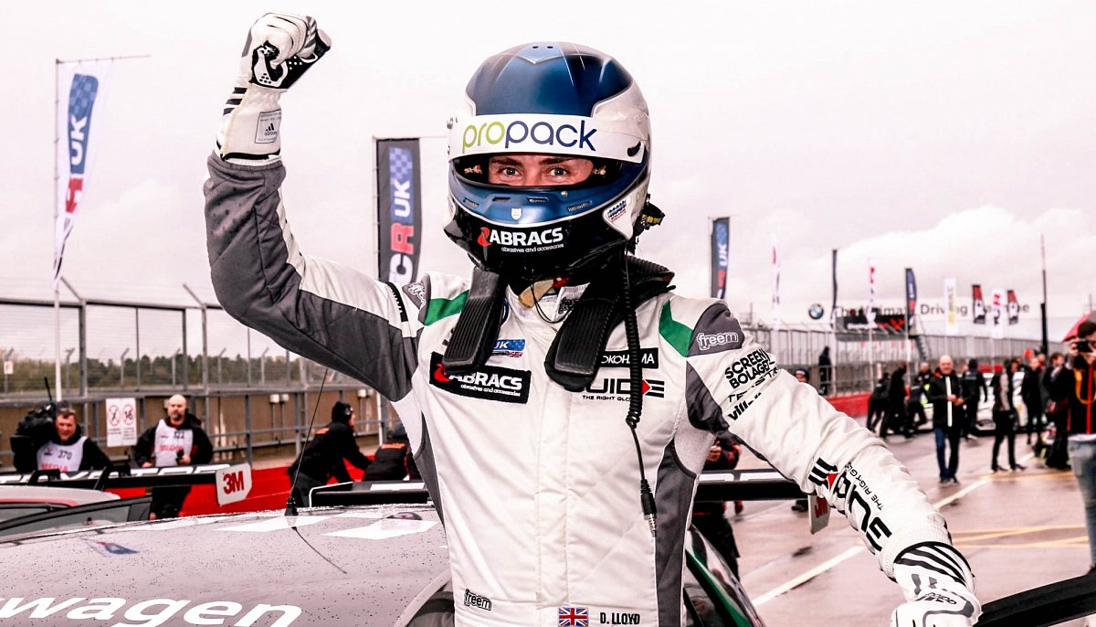 Abracs Backed Dan Lloyd crowned inaugural TCR UK Champion